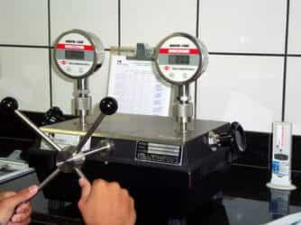 Laboratório de calibração de manômetros